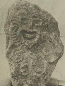 représentation du dieu Rongo dans un bloc de pierre, Polynésie